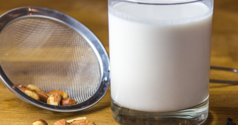 Raw Almond Milk: A Very Healthy (and Tasty) Alternative to Dairy